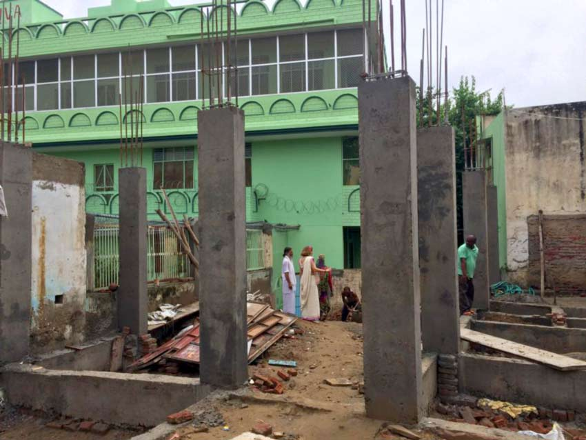 Bau der Studentenherberge direkt hinterhalb des Jiva-Ashrams